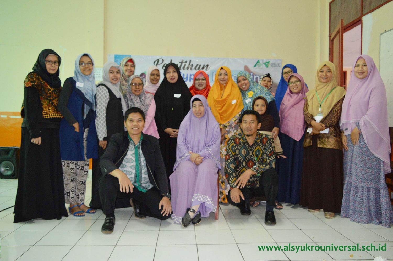 Pengurus POS dan WOTK  TK, SD, SMP Islam Al Syukro Universal Hadiri Silaturahim dan Pelatihan Hypno Parenting