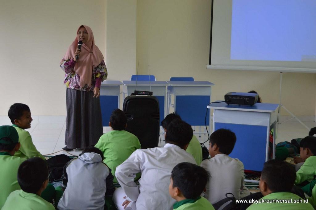 Pelatihan Jurnalistik Bagi Siswa SD Islam Al Syukro Universal