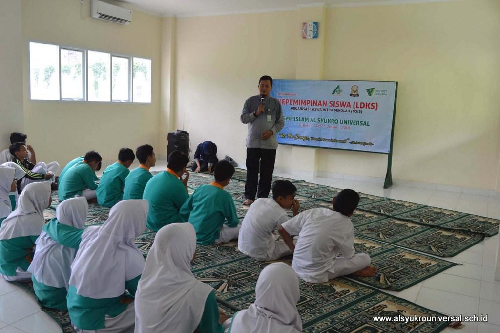 Pengurus OSIS SMP Islam Al Syukro Universal Ikuti LDKS